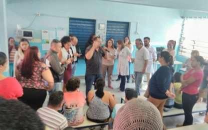 Reunião entre pais e prefeitura na Creche Eva Maria no Campanário